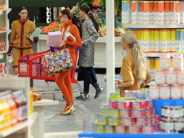 Chanel-fw-2014-fashion-show-supermarket
