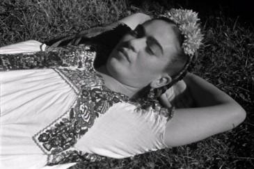 Frida-Kahlo-negli-scatti-di-Leo-Matiz-in-mostra-a-Bologna