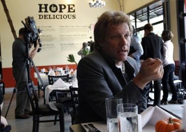 Jon-Bon-Jovi-Soul-Kitchen-restaurant-ristorante-simone-poli-wevux-solidarietà-comunità-rockstar-its-my-life-new-jersey-food-design-mealinkg-list-11