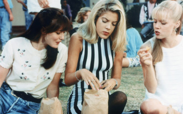 BEVERLY HILLS 90210, (from the left): Shannen Doherty, Tori Spelling, Jennie Garth, 1990-2000. © Aaron Spelling Prod. / Courtesy: Everett Collectiona