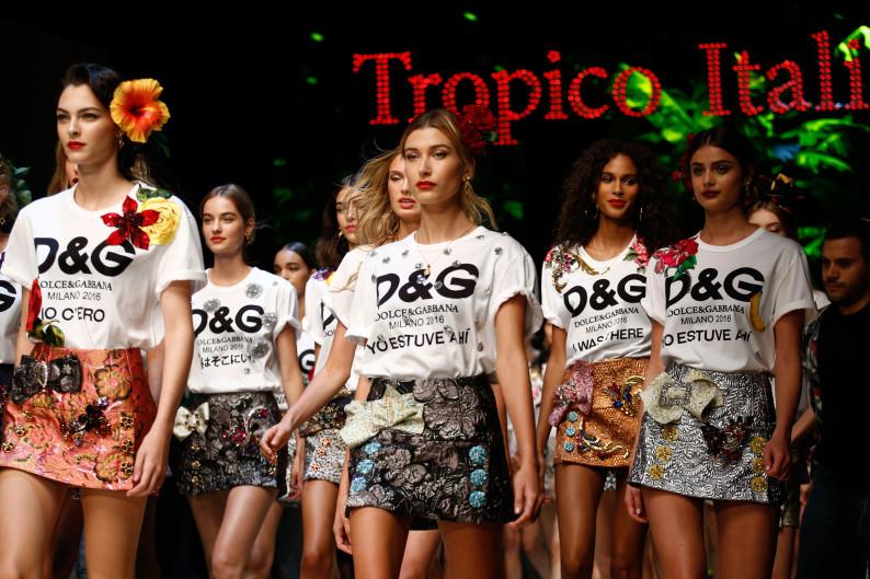 Dolce & Gabbana Fashion Show SS 2017 Milan tropico italiano