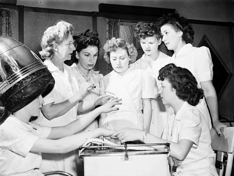 Vintage manicure photo