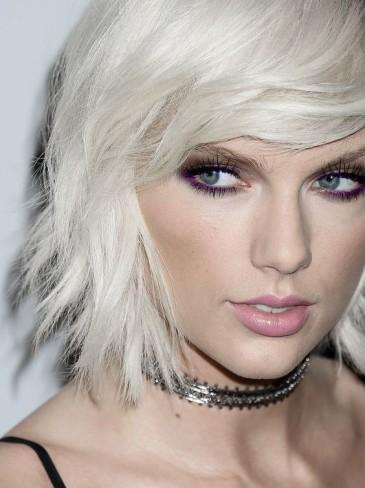 Taylor Swift da uno stile bon ton a rock
